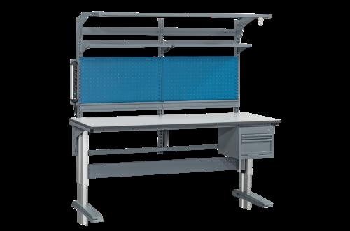Höj- och sänkbart arbetsbord med verktygspanel, hurts, hyllor, backlist & eluttag