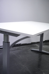 Begagnat höj- och sänkbart skrivbord 160