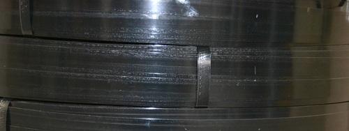 Bredspolat stålband